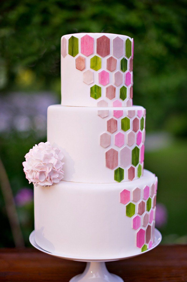 Sustainable & Eco-Friendly Spring Inspiration   Amy Chamgagne Events & Ashley Therese Photography / Cake by Erica O'Brien Cakes